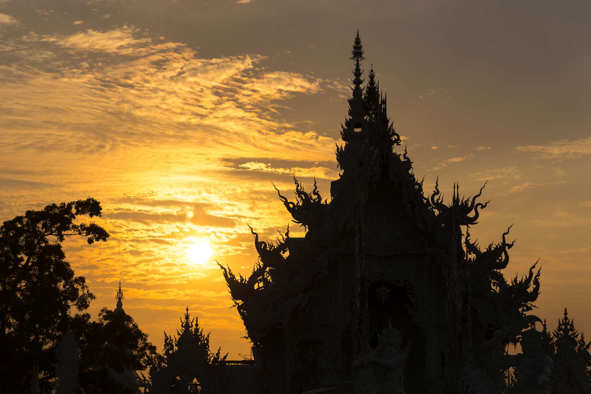 Thailand Chiang Rai White Temple sunset