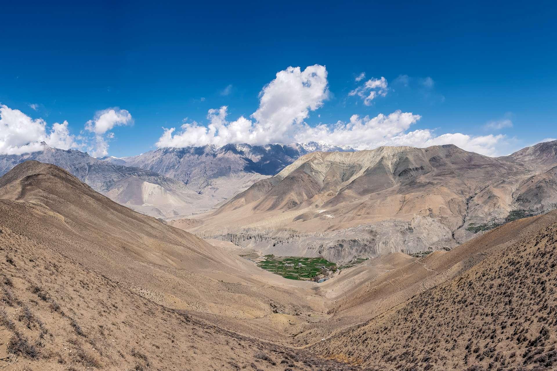 Nepal Annapurna Circuit trekking valley